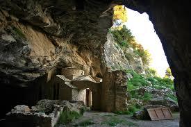 Σπηλια Πεντέλης, Αη Νικόλας & Αη Σπυρίδων