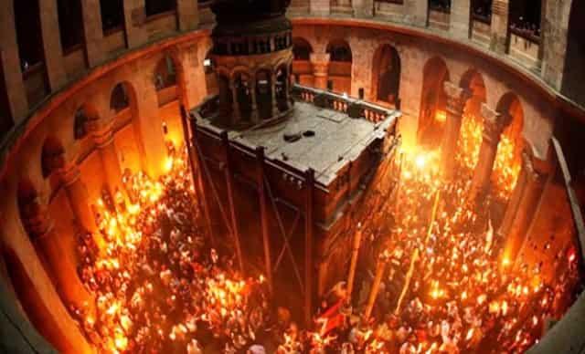 Μοναχός Βεβαιώνει Τι Συμβαίνει με το Άγιο Φως στα Ιεροσόλυμα (video)