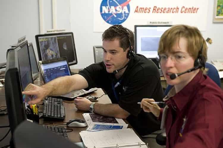 ΚΑΤΑΣΤΡΕΦΕΙ η NASA τα ΑΡΧΑΙΑ ΚΤΙΡΙΑ στη ΣΕΛΗΝΗ;