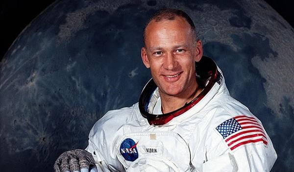 Buzz Aldrin του Apollo 11: «Κάτι Υπήρχε εκεί Έξω...» (video)