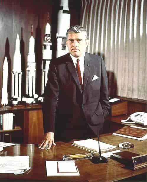 Dr Werner Von Braun - Περί σκηνοθετημένη Εξωγήινης Απειλής