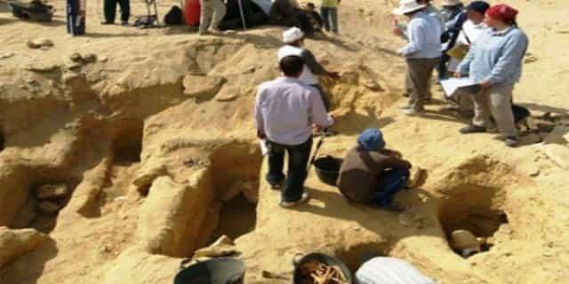 Χιλιάδες Μούμιες και ένας Γίγαντας Κοκκινομάλλης Βρέθηκαν στην Αίγυπτο (video)
