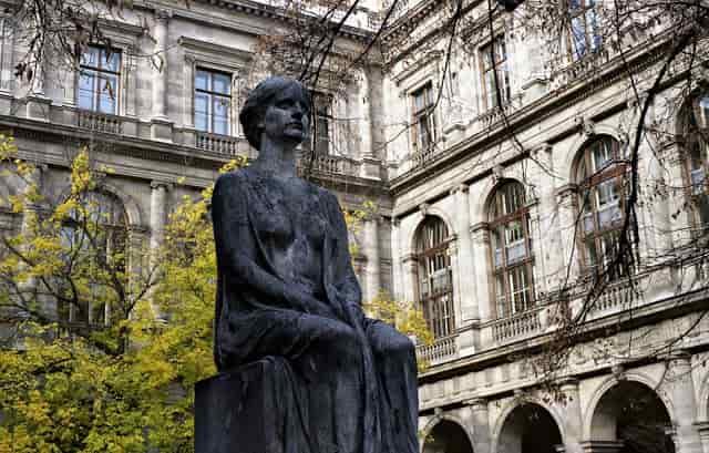 Υπατία, η Γυναίκα - Σύμβολο της Ισότητας που Λάτρεψε την Επιστήμη...