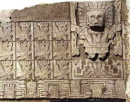 Η «Πύλη του Ήλιου» και η «Πύλη της Σελήνης».