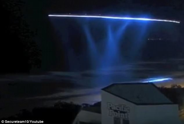 Μυστήρια Επαναλαμβανόμενα Φώτα Εμφανίστηκαν στον Ουρανό του Παρισιού (video)