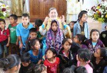 Στη Γουατεμάλα οι Ινδιάνοι Βαφτίζονται Ορθόδοξοι και Μαθαίνουν Ελληνικά