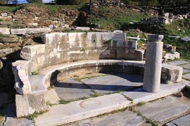 Η Τήνος του Διόνυσου, της Δήμητρας, του Ποσειδώνα, της Αμφιτρίτης και της Μεγαλόχαρης
