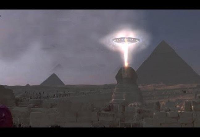 Μυστηριώδες Φως πάνω από αρχαία Πυραμίδα της Αιγύπτου (video)