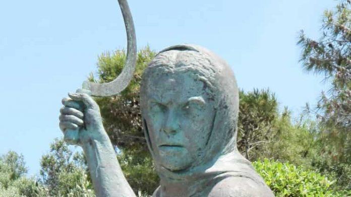 Η Ιστορία της Μανιάτισσας με το Δρεπάνι