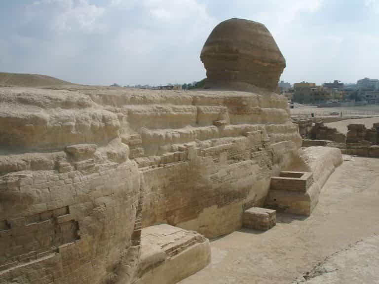 Η Μεγάλη Σφίγγα στο οροπέδιο της Γκίζας στην Αίγυπτο