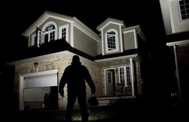 ΑΣΦΑΛΙΣΤΕ το Σπίτι σας από τους Διαρρήκτες και Κοιμηθείτε Ξεγνοιαστοι τα Βράδια με ΑΥΤΟ το Πανίσχυρο Κόλπο!