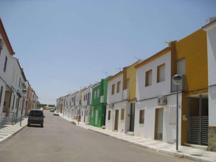 H πόλη χωρίς αστυνομία με 0% ανεργία 1200 ευρώ μισθό και σπίτια με 15 ευρώ τον μήνα !!!