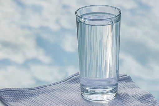 Πως να καθαρίσουμε το νερό της βρύσης από φθόριο, μόλυβδο, αλουμίνιο με κόλιανδρο