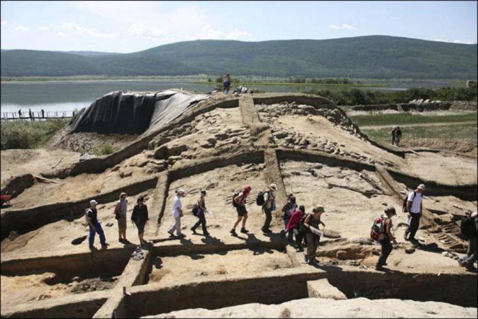Το Μυστηριώδες Φρούριο «από αλλού» που έχει Τρελάνει τον Πούτιν και τους Αρχαιολόγους