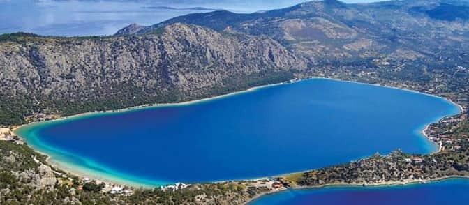 Η Λίμνη Δίπλα στη Θάλασσα που Λίγοι Γνωρίζουν Μόλις Μία Ώρα Από την Αθήνα