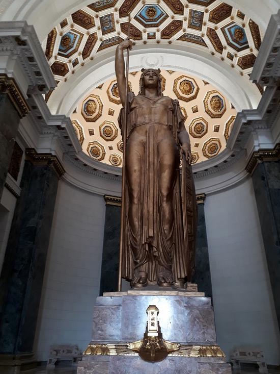 Αυτό είναι το Τεράστιο Άγαλμα της Θεάς Αθηνάς στο Καπιτώλιο της Κούβας