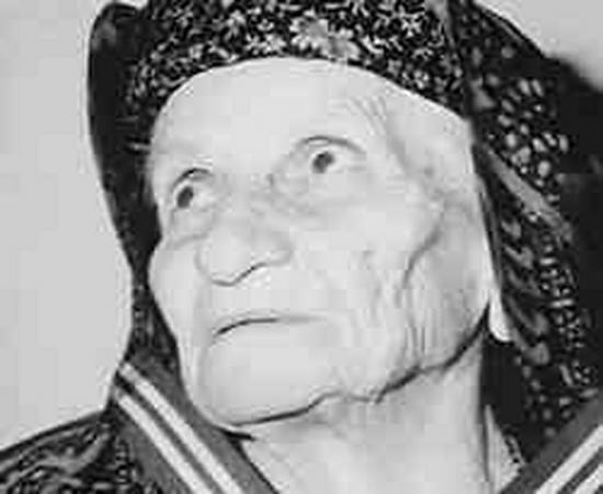 Η Κυρά της Ρω: Η Ιστορία της Γυναίκας που Ύψωνε Κάθε Μέρα την Ελληνική Σημαία