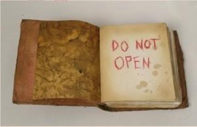 Σκιές Από Τους Τοίχους του Θανάτου : Το Βιβλίο που Όποιος το Διάβαζε ΠΕΘΑΙΝΕ