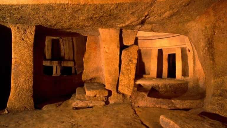Το Μυστήριο της Εξαφάνισης 30 Φοιτητών σε Σπήλαιο της Μάλτας