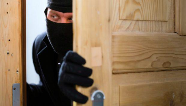 Δείτε το Τρικ που θα Τρομάξει τους Επίδοξους Ληστές να Εισβάλλουν στο Σπίτι σας