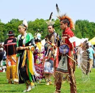 Αυτοί Είναι οι Ινδιάνοι Κρήτες του Καναδά που Λατρεύουν τον Δία και τον Δαίδαλο!