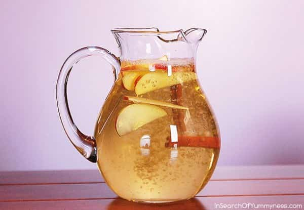 Τι Συμβαίνει στο Σώμα μας αν Πίνουμε Νερό Κανέλας με Μήλο και Λεμόνι
