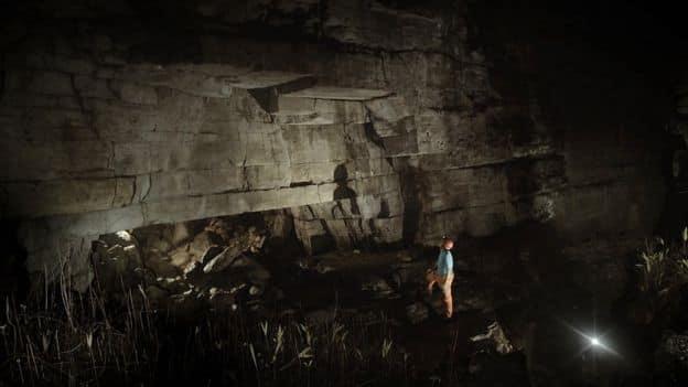 Η Χρυσή Βιβλιοθήκη με την Ιστορία της Ανθρωπότητας που Βρέθηκε σε Σπήλαια Φτιαγμένα από Γίγαντες (video)