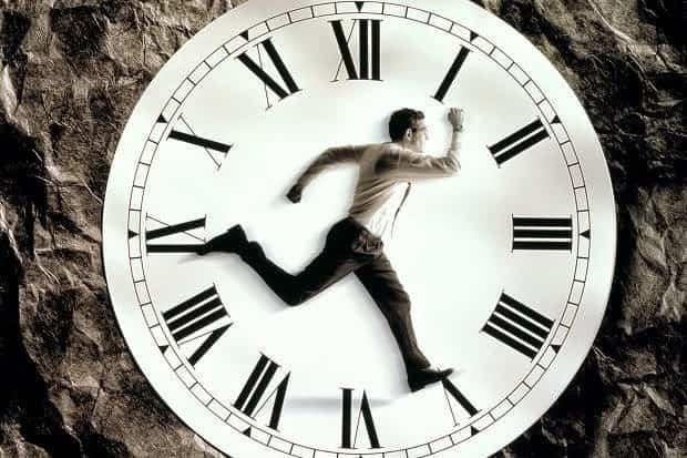 Πόσο Γρήγορα Τρέχει ο Χρόνος; Σε Ποιόν Ανήκει;