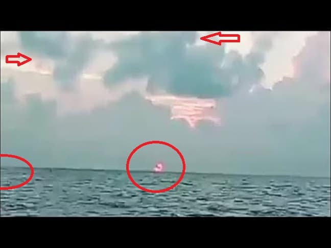 Ψαράδες Βιντεοσκοπούν το Πιο Περίεργο Πράγμα στη Μέση του Ωκεανού (video)