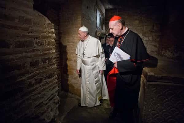 Ο Πάπας Θυσιάζει Παιδιά στο Υπόγειο του Βατικανού;;;; (video)