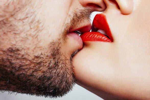 5 Κόλπα και Συμβουλές για ένα Τέλειο Φιλί