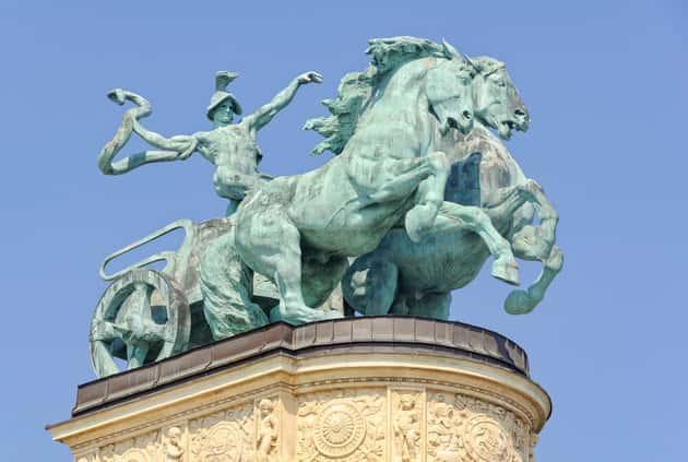 Βρέθηκε Παράδοξη Ταφή με Ακέφαλα Άλογα να «Καλπάζουν» Έξω από τον Τάφο
