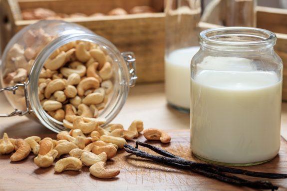 Πώς Φτιάχνω Γάλα και Γιαούρτι από Κάσιους στο Σπίτι