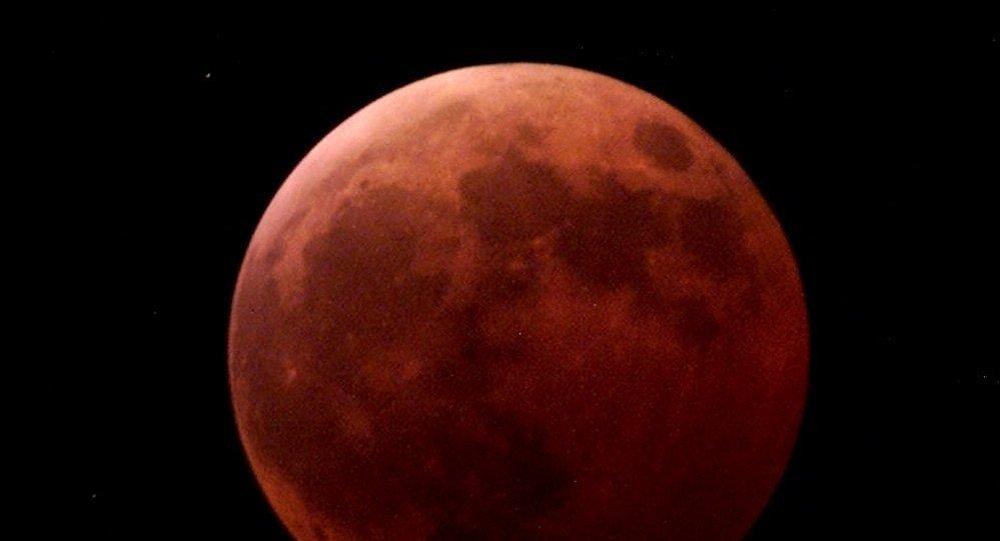 Υπερπανσέληνος και Oλική Έκλειψη: Πότε και Πώς θα Δούμε το «Κόκκινο Φεγγάρι»