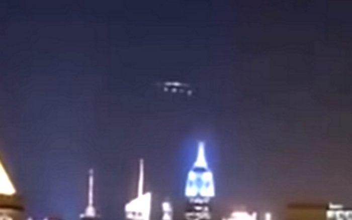 Δείτε το Μεγάλο UFO που Προκάλεσε Υπερφόρτωση των Μετασχηματιστών στη Νέα Υόρκη (video)