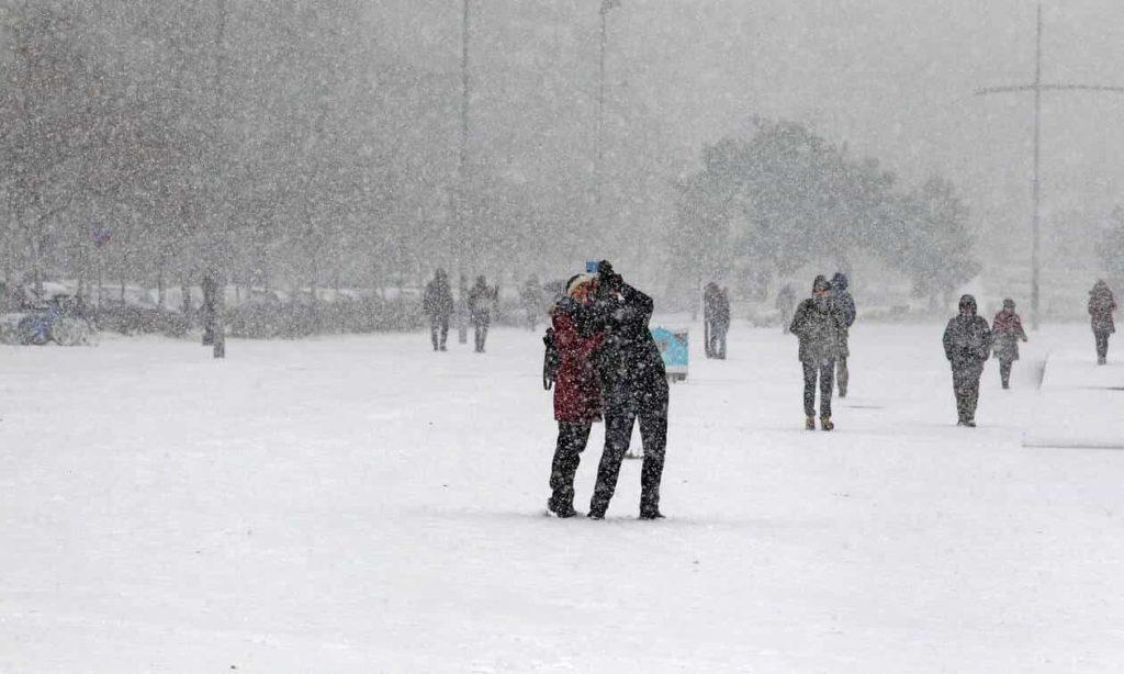 Καιρός: «Κατεβαίνει» Ιστορικός Χιονιάς Διαρκείας, Μέχρι τον Πειραιά θα Φτάσουν τα Χιόνια