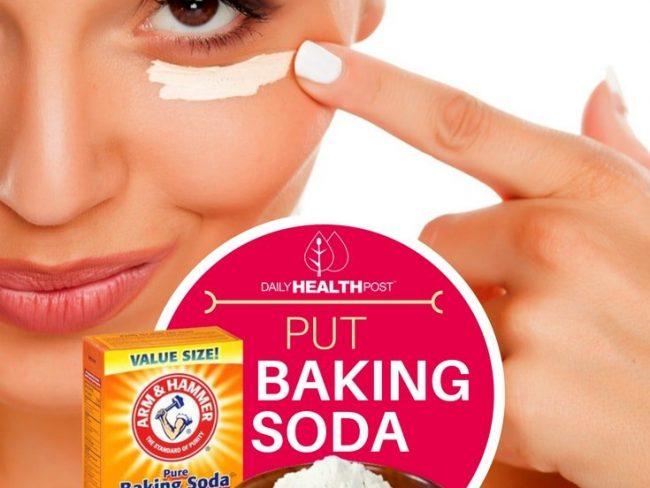 Απλώνει Μαγειρική Σόδα Κάτω από τα Μάτια για Πρόσωπό Καθαρό, Χωρίς Σπυράκια και Δέρμα Μαλακό σαν Μικρού Παιδιού!