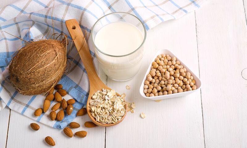 Γάλα Αμυγδάλου vs Γάλα Σόγιας: Τα υπέρ και τα κατά για την υγεία σας