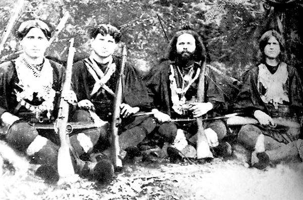 Τα απόρρητα έργα του στρατού στη Σπηλιά του Νταβέλη και οι θεωρίες συνωμοσίας