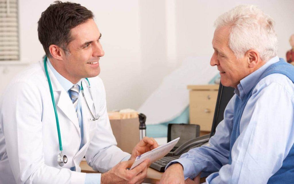 Ανέκδοτο: Ένας παππούς πηγαίνει τη γριά του στο γιατρό