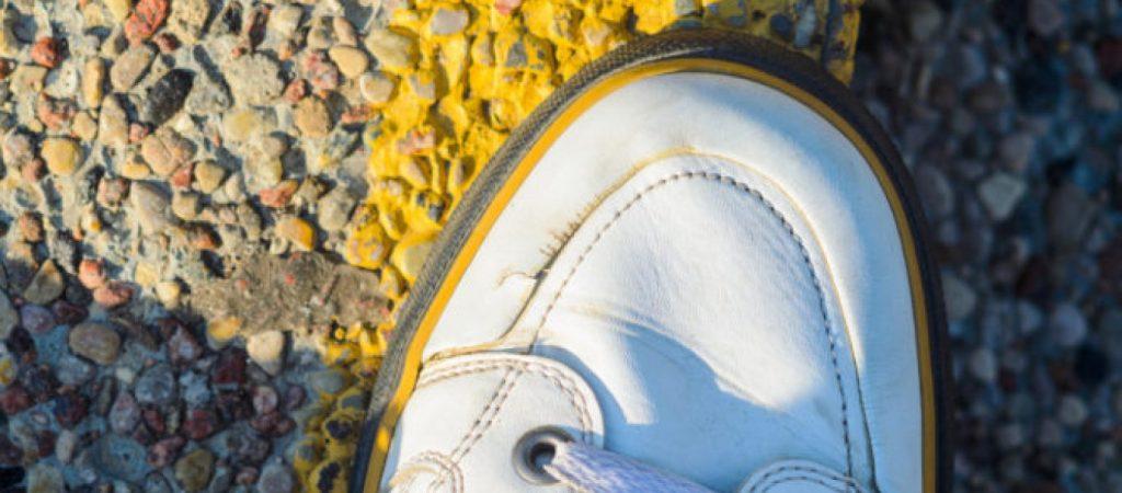 Πώς Διορθώνονται οι Ραγάδες στα Παπούτσια! Το Κόλπο που Έχει «Γονατίσει» το Twitter (βίντεο)