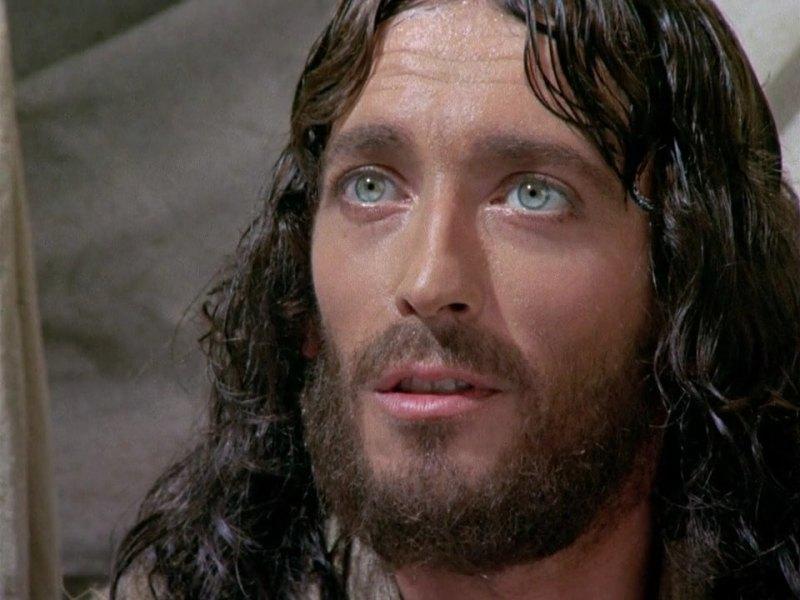 «Ο Ιησούς από τη Ναζαρέτ»: Το «Τρικ» του Τζεφιρέλι στο Βλέμμα του Πάουελ που Καθηλώνει