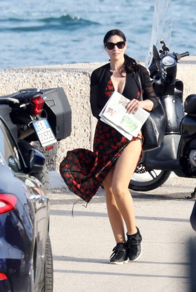 O αέρας σήκωσε τη φούστα της Μόνικα Μπελούτσι και οι παπαράτσι έπαθαν αμόκ (φώτο)