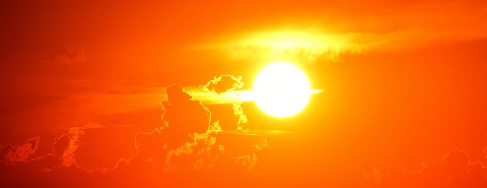 """Ένας """"Διαστημικός Άγγελος"""" Βγαίνει Μέσα από τον Ήλιο"""