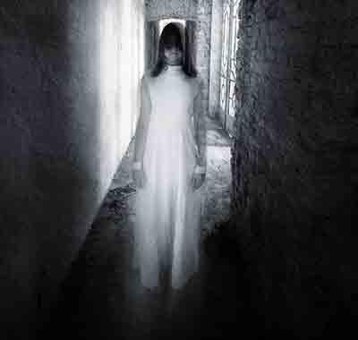 Στοιχειώματα: Τα Πνεύματα και η Άλλη Πλευρά της Νύχτας