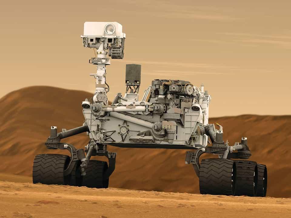 Μηριαίο Οστό Εντοπίστηκε στην Επιφάνεια του Άρη Δίπλα στο Curiosity, σύμφωνα με ισχυρισμούς ερευνητή