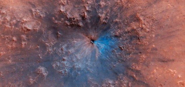 Παράδοξο Αντικείμενο Δημιούργησε Ασυνήθιστο Κρατήρα στον Άρη