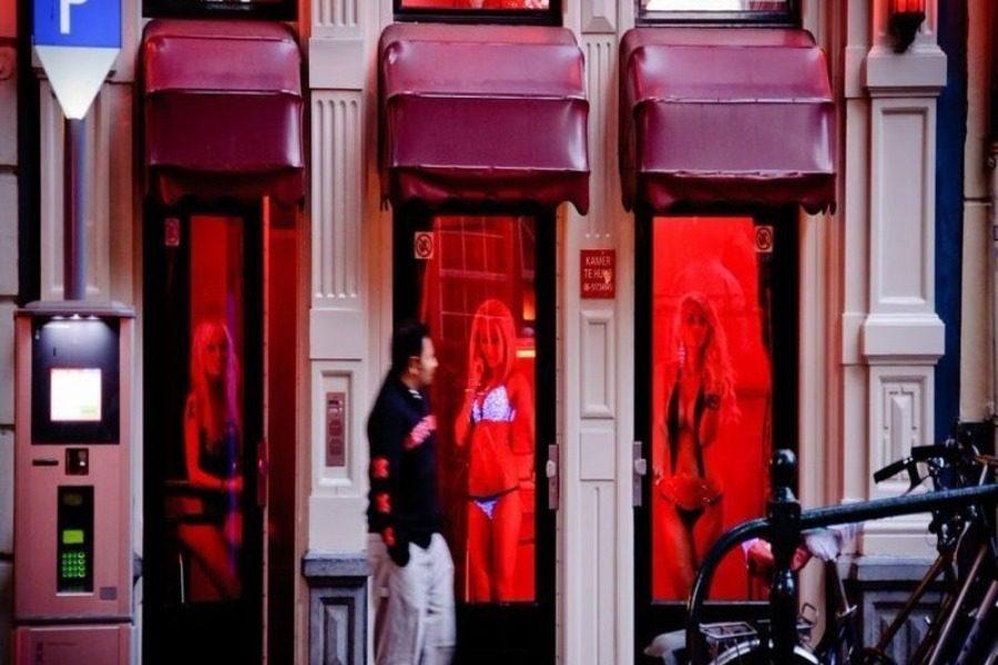 Γιατί οι Οίκοι Ανοχής Έχουν ένα Κόκκινο Φως