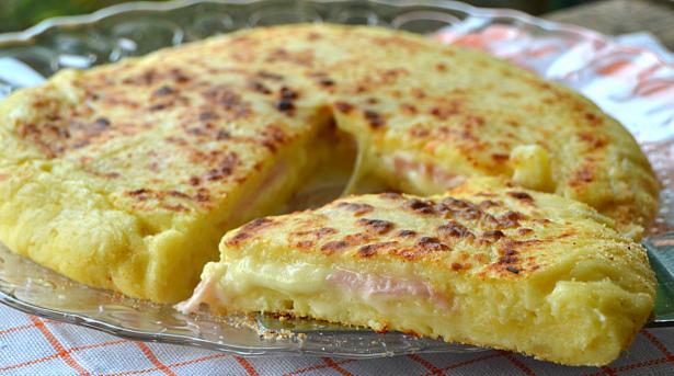 Πίτσα στο Τηγάνι με ζύμη από Πατάτες, με Ζαμπόν και Τυρί