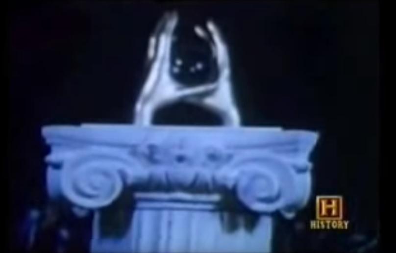 Μπήκε σε μία Κρυστάλλινη Πυραμίδα στον Ατλαντικό και Πήρε μία Μυστηριώδη Σφαίρα (History Channel)